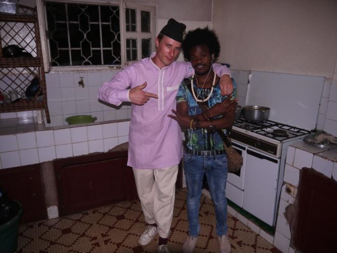 Michael & Snake in Yaoundé_fußnoten_flanerie 2016